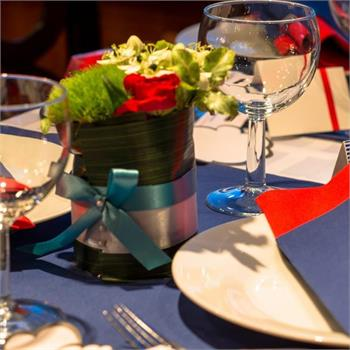 Table Decorations: Red and Blue Colour Scheme