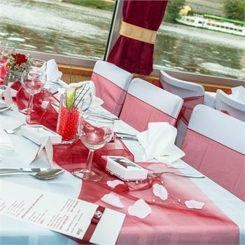 Table Decorations: Bordeaux Colour Scheme