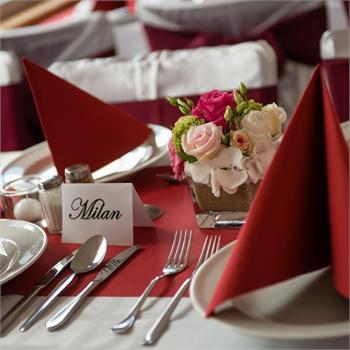 Table Decorations: Red Colour Scheme